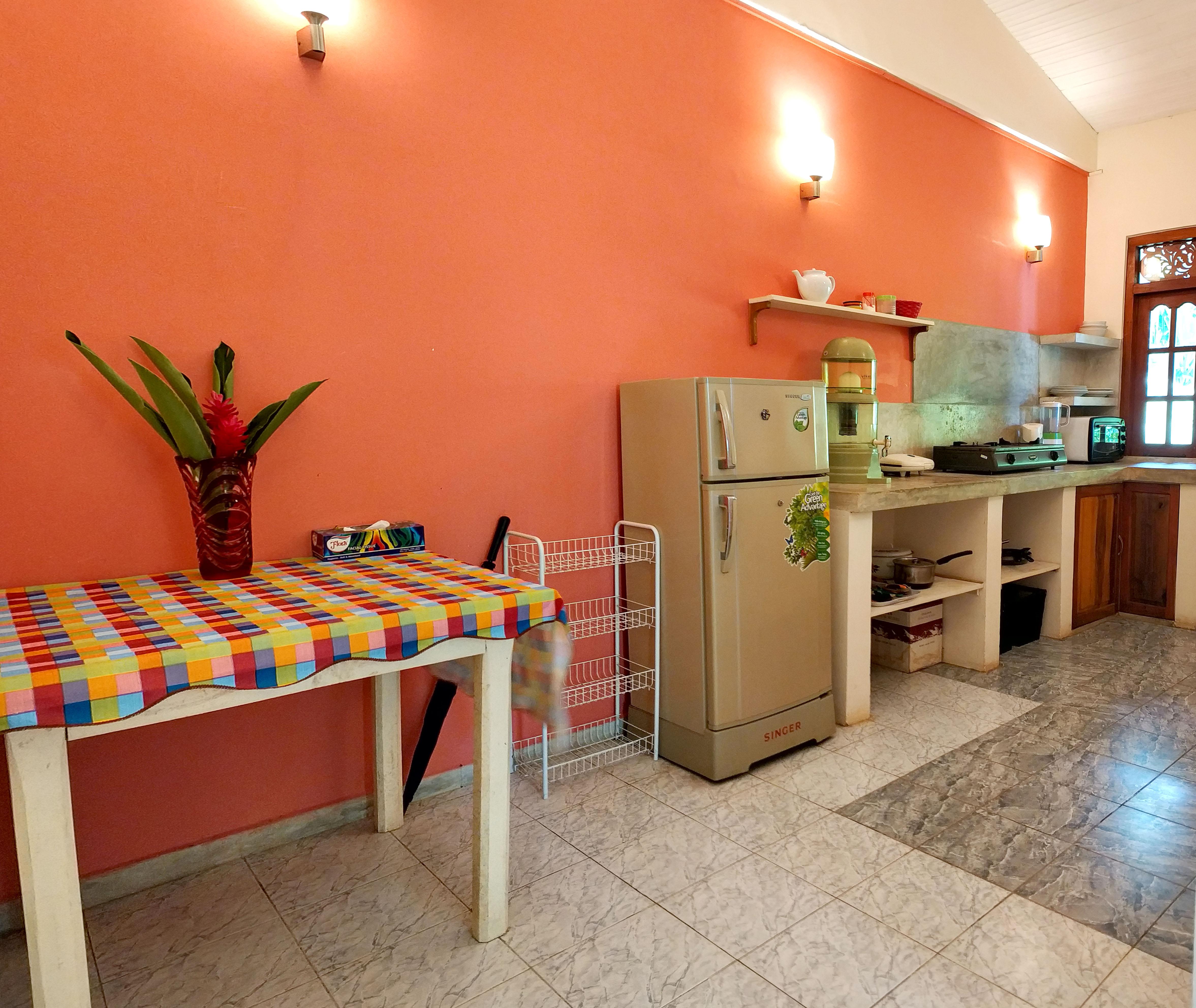 UNAWATUNA Apartments. . Garden view kitchen